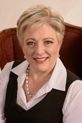 Leonora Swart, estate agent